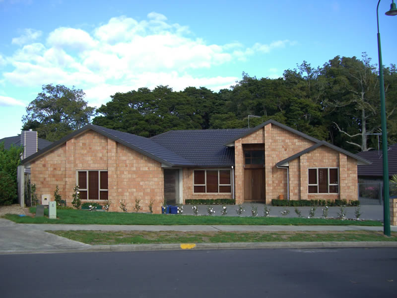... Four Bedroom Brick Home In Manukau City, Auckland